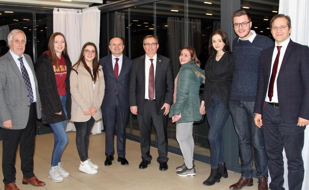 Trakya Üniversitesi Rektörü Prof. Dr. Tabakoğlu, Kosova'da Trakya Üniversitesi mezunlarıyla bir araya geldi