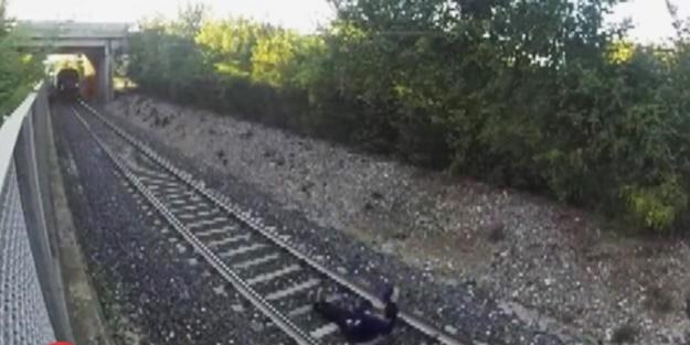 Tren üzerinden geçti - VİDEO