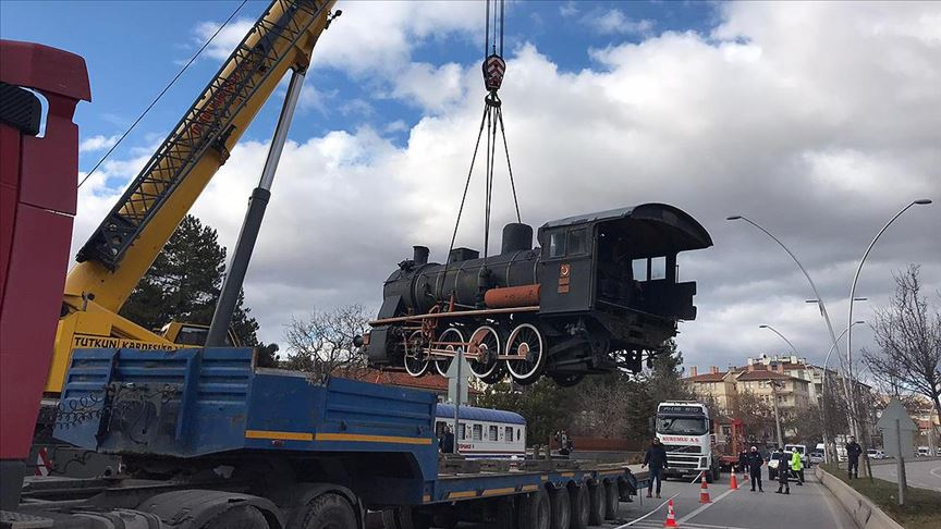 'Tren kütüphane' kara yoluyla yeni yerine taşındı