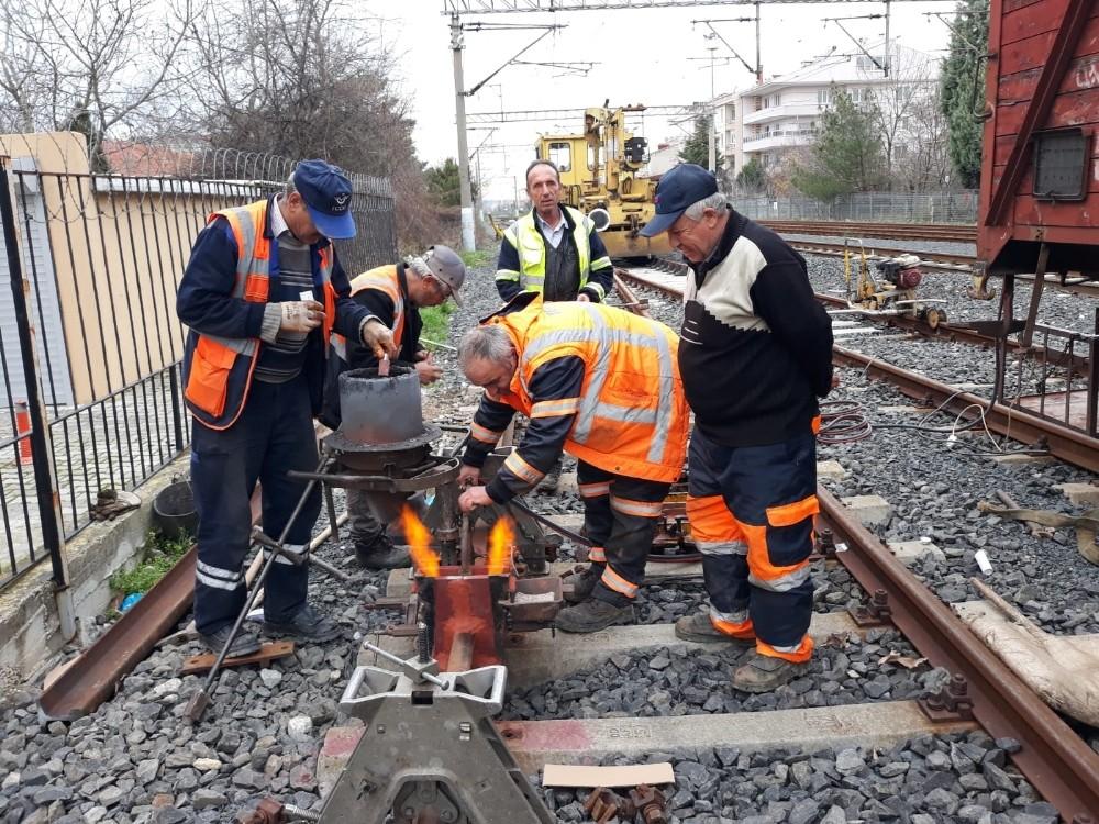 Tren yolunda sıkı çalışma