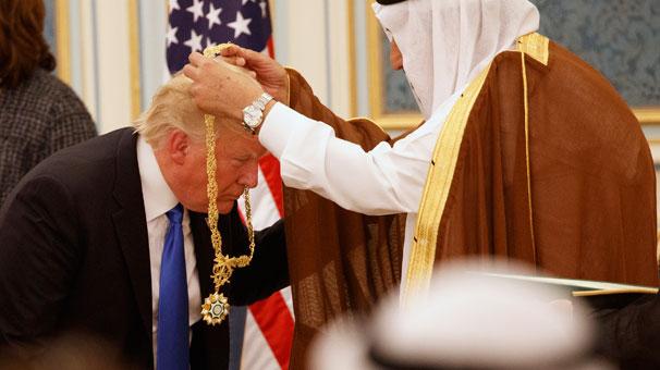 Trump'a Kral'dan en üst düzey devlet nişanı