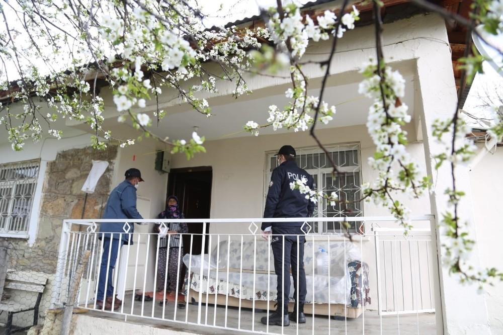 Tunceli'de sosyal destek ödemeleri evlerde yapılmaya başlandı