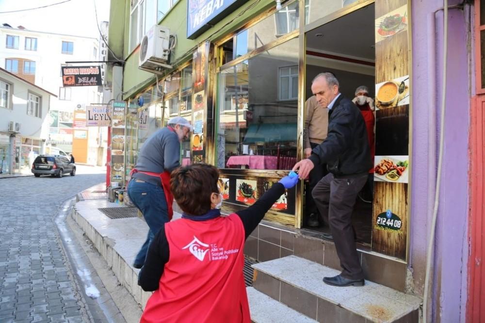 Tunceli'de ücretsiz maske dağıtımı