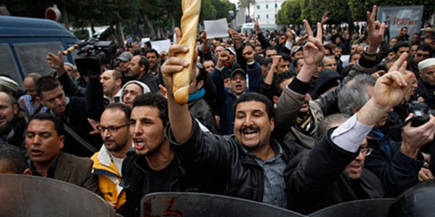 Tunus'ta halk sapkınlık yasasını protesto etti