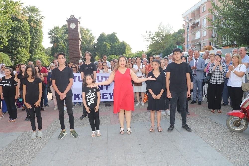 Turgutlu Kent Konseyi 'Kadına şiddete hayır' dedi