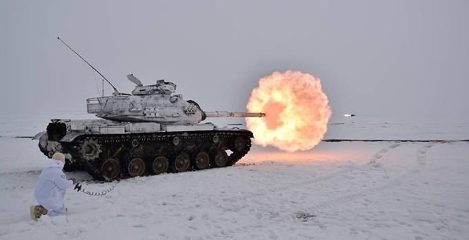 Türk askeri böyle atış yaptı! Karlı havada...