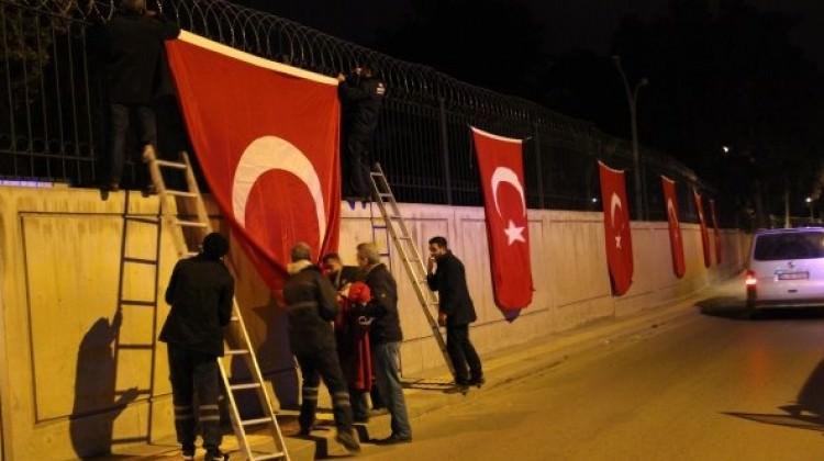 Türk bayrağı NATO komutanını rahatsız etti
