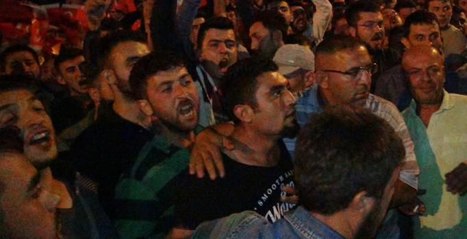 Türk Bayrağı yakıldığı iddiası