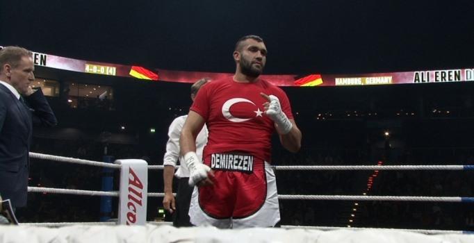 Türk boksörler Hamburg'da fırtına gibi esti