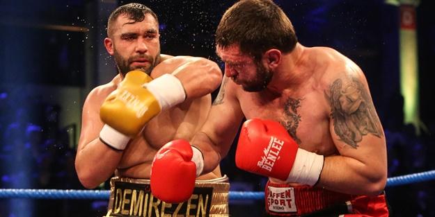 Türk boksörler rakiplerini ezdi geçti