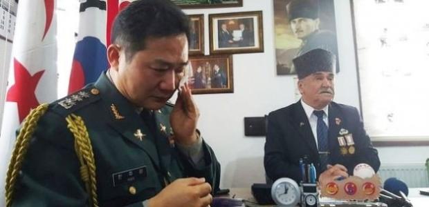 Türk gazilerin elini öpen Koreli komutan ağladı