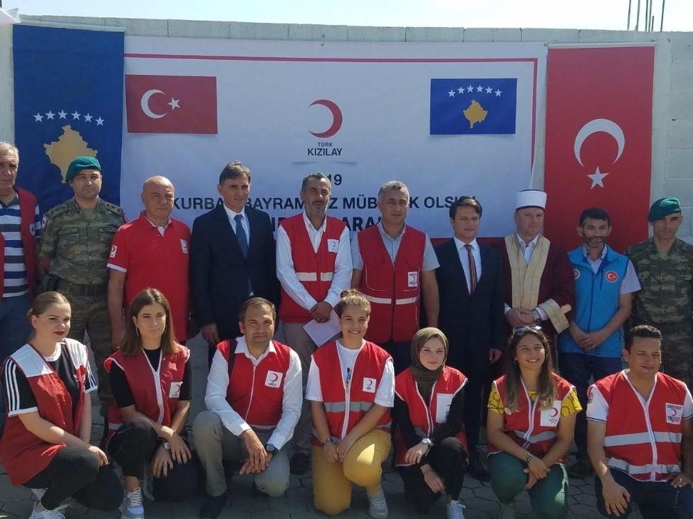 Türk Kızılayı'ndan Kosovalılara kurban eti