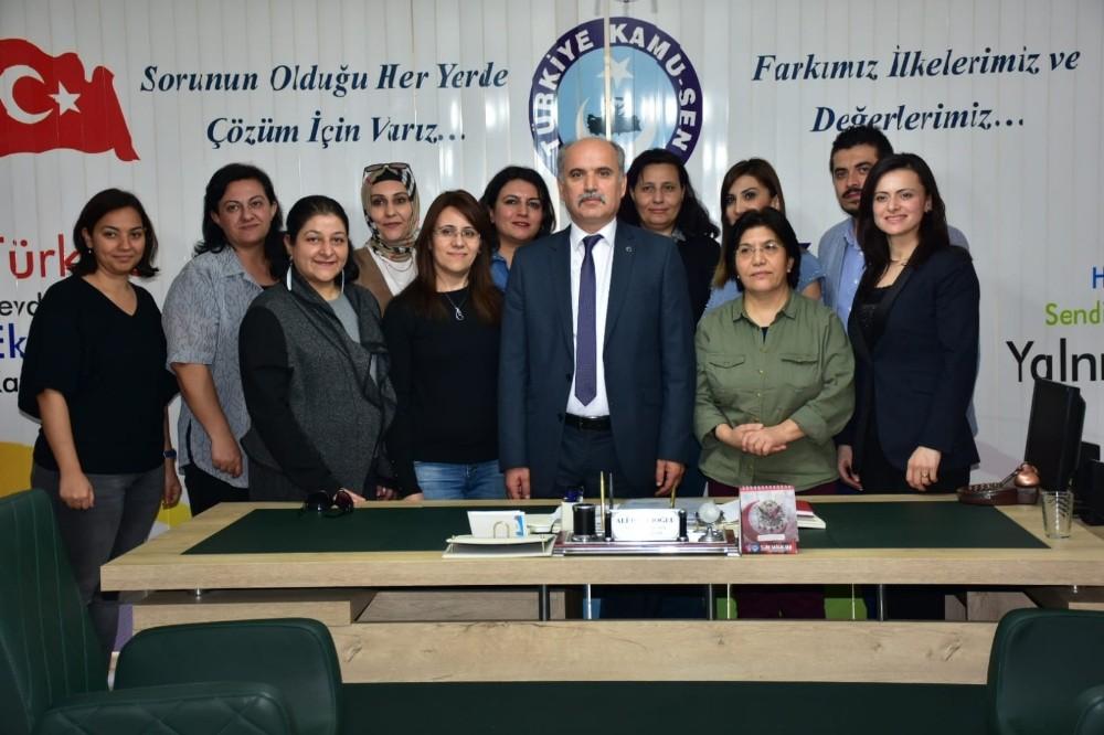 Türk Sağlık-Sen'den kadın üyelerine jest