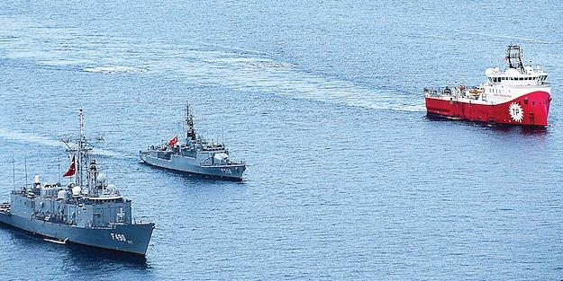 Türk savaş gemileri yabancı bayraklı 7 gemiyi geri püskürttü!