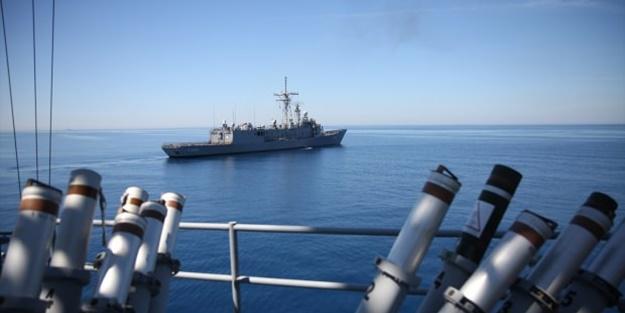 Türk savaş gemileri Yunanistan'ı korkuttu!