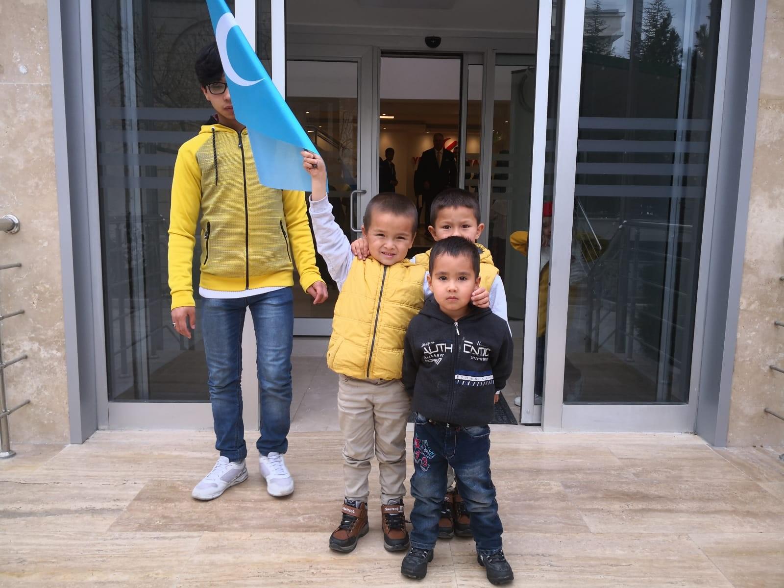 Türkistan'ın mazlum çocuklarının yürek yakan feryadı: Hapisteki babalarımızı kurtarın