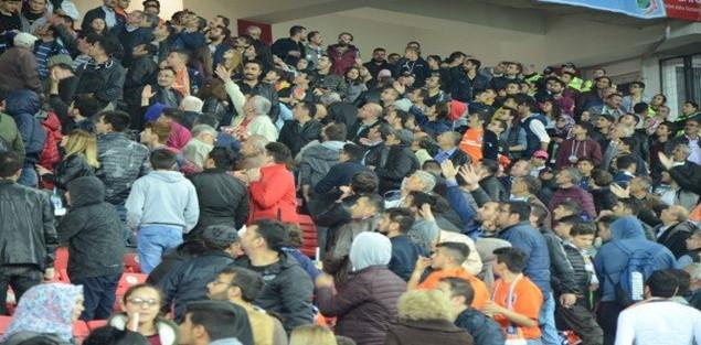 Türkiye Kupası Finalinde Başakşehir ve Eskişehirspor Taraftarları birbirine girdi