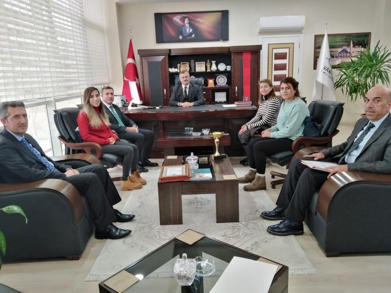 Türkiye üçüncüsü olan öğretmenlere başarı belgesi