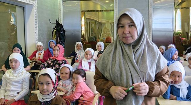 Türkiye'de eğitim aldı, Astana'da İslam'ı öğretiyor