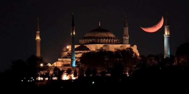 Türkiye'deki tüm camilerden selalar yükseldi!