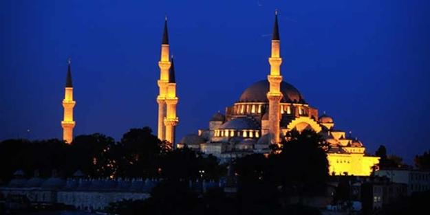 Türkiye'deki tüm camilerden teşrik tekbirleri yükseldi