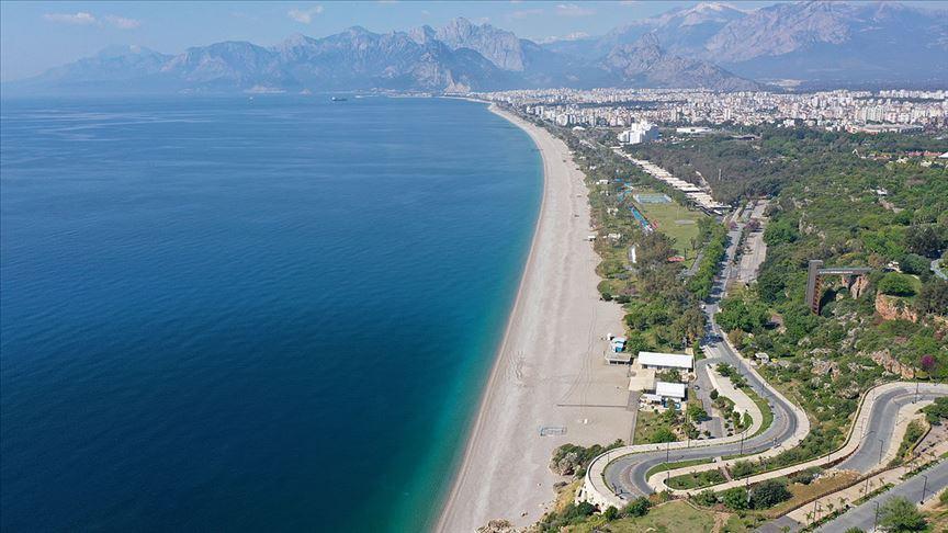 Türkiye'den vazgeçemeyen turistler rezervasyonlarını iptal etmek yerine öteledi