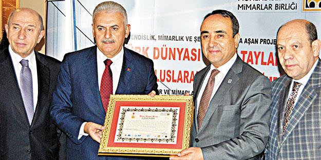 Türkiye'nin ilk yerli elektrikli lokomotifi E1000 raylara indi