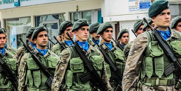 Türkiye'ye diklenen Yunanistan askerler için yardım kampanyası başlattı