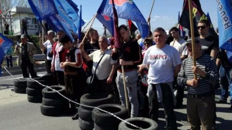 Bulgaristan'da Türkler gelmesin diye yolu kestiler!