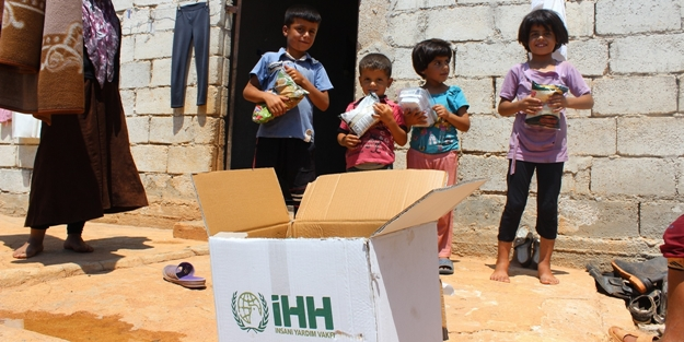 Türkmenler'e 109 TIR'lık yardım