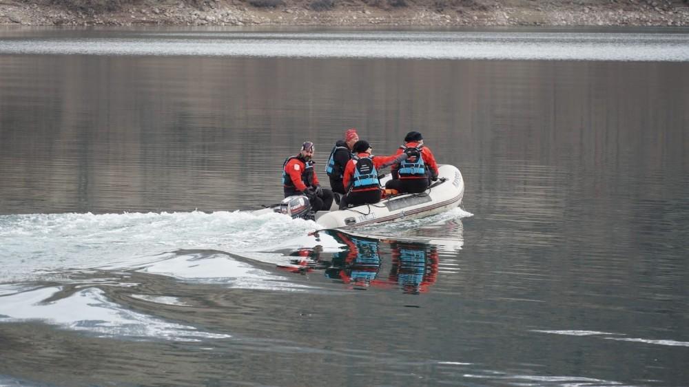 Türkuaz arama kurtarma ekipleri üniversiteli Gülistan'ı aramaya başladı