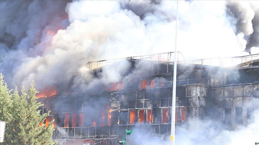 Tuzla'daki fabrika yangını itfaiye ekiplerince kısmen kontrol altına alındı
