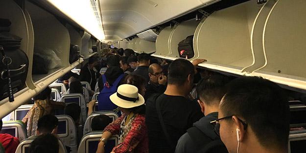 Uçakta yolculuk yapanlar dikkat! Eğer bunları yaparsanız büyük cezalar geliyor