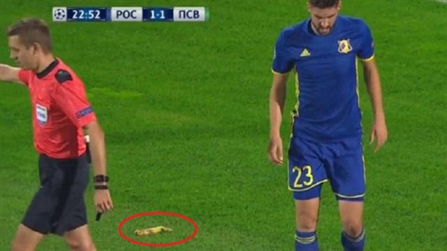 UEFA Şampiyonlar Ligi'nde sahaya muz attılar