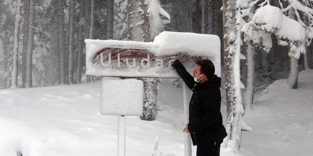 Uludağ'da kar kalınlığı 40 santimetreyi buldu!
