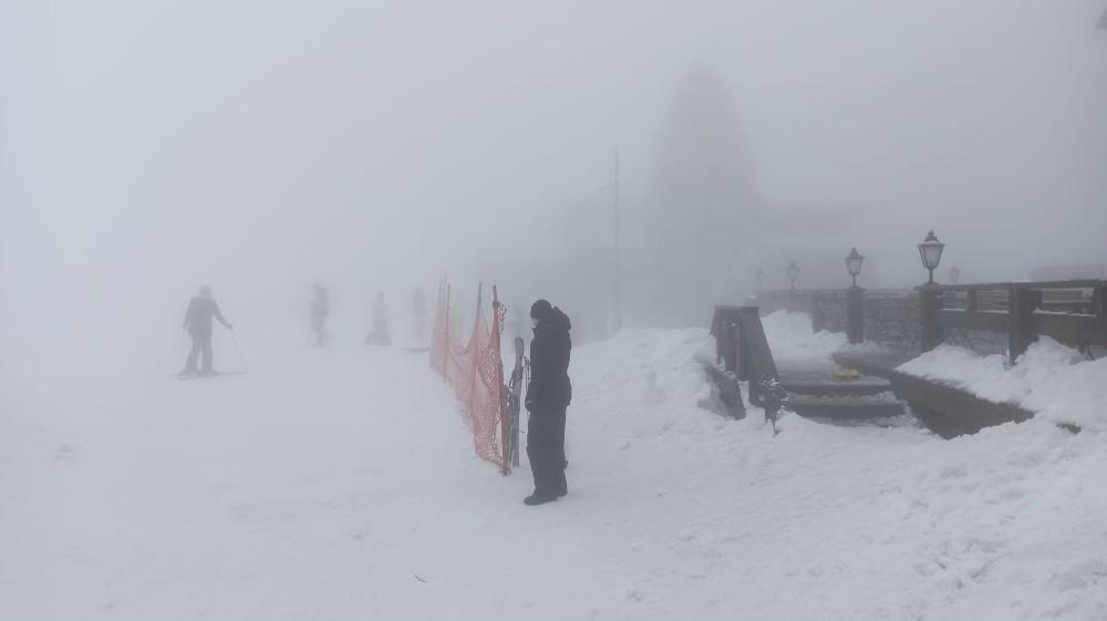 Uludağ'da kayakçılara sis engeli
