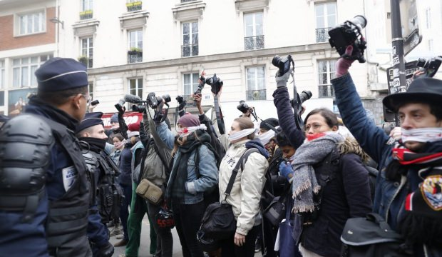 UMED Fransız polisinin gazetecilere uyguladığı şiddeti kınadı