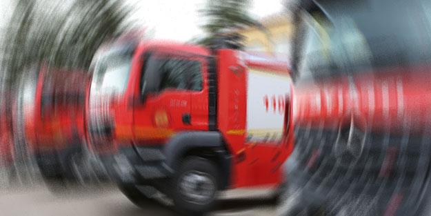 Ümraniye'de bir binanın çatısında çıkan yangın söndürüldü