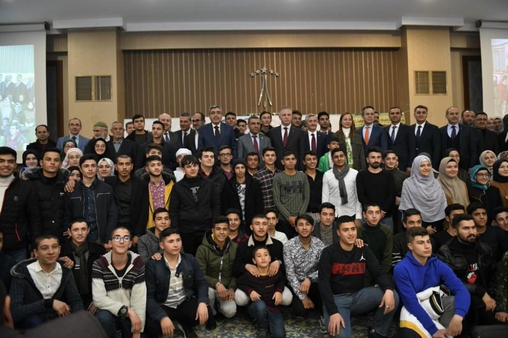 Umre'den dönen öğrenciler ve aileleri Gaziantep protokolü ile bir araya geldi
