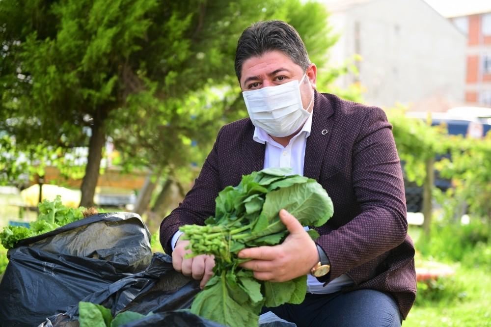 Ürünlerini satamayan çiftçinin imdadına belediye yetişti