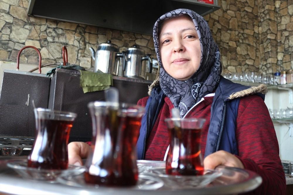 Uşaklı ev hanımı çay ocağı açtı
