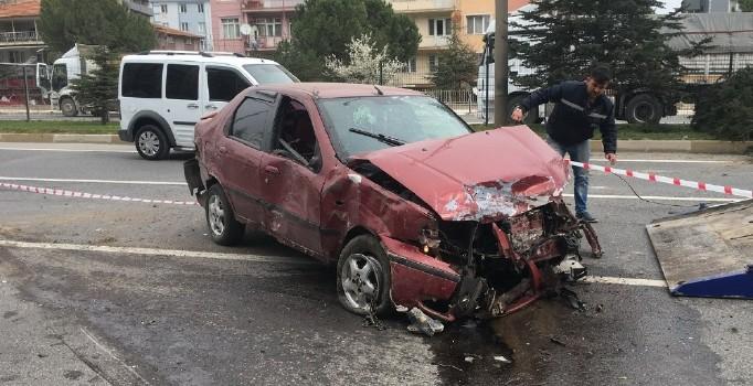 Uşak'ta trafik kazası: 3 kişi yaralı