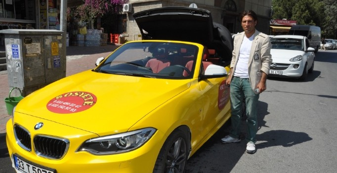 Üstü açık lüks otomobili ticari taksi yaptı