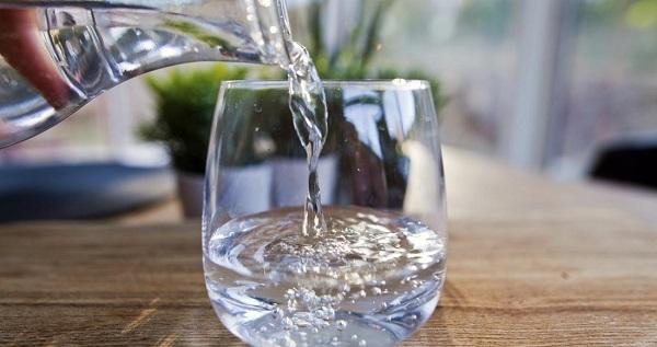 Uyumadan önce su içmek zararlı mı? Su ne zaman içilmeli? - Yeni Akit