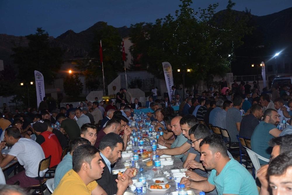 Vali Atik, iftar programında vatandaşlarla bir araya geldi