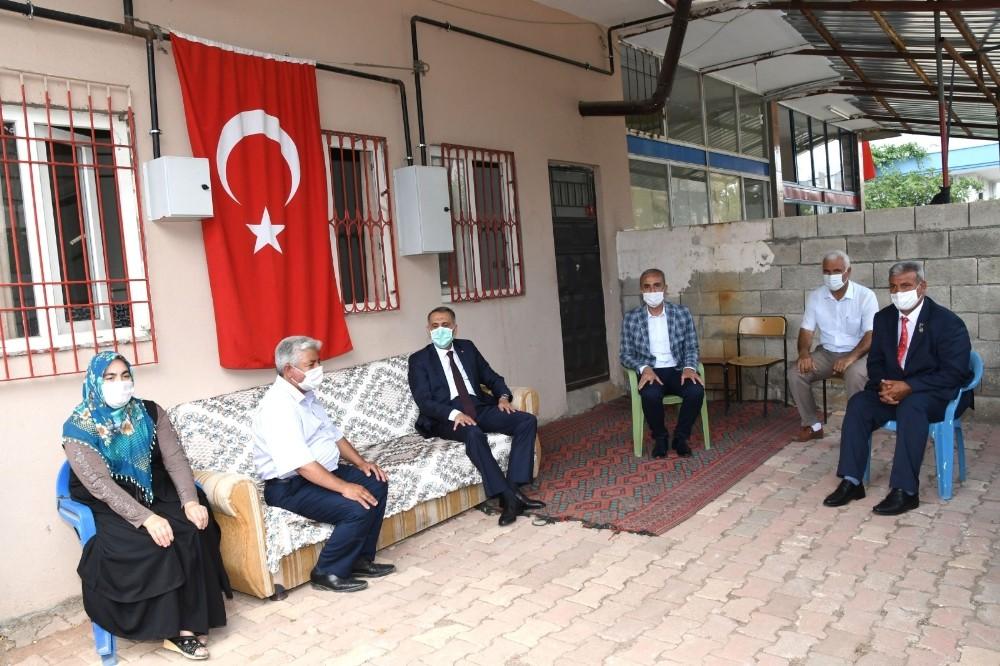 Vali Mahmut Çuhadar'dan şehit ailelerine ziyaret