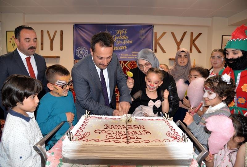 Vali Şentürk, üniversite öğrencileriyle iftar yaptı