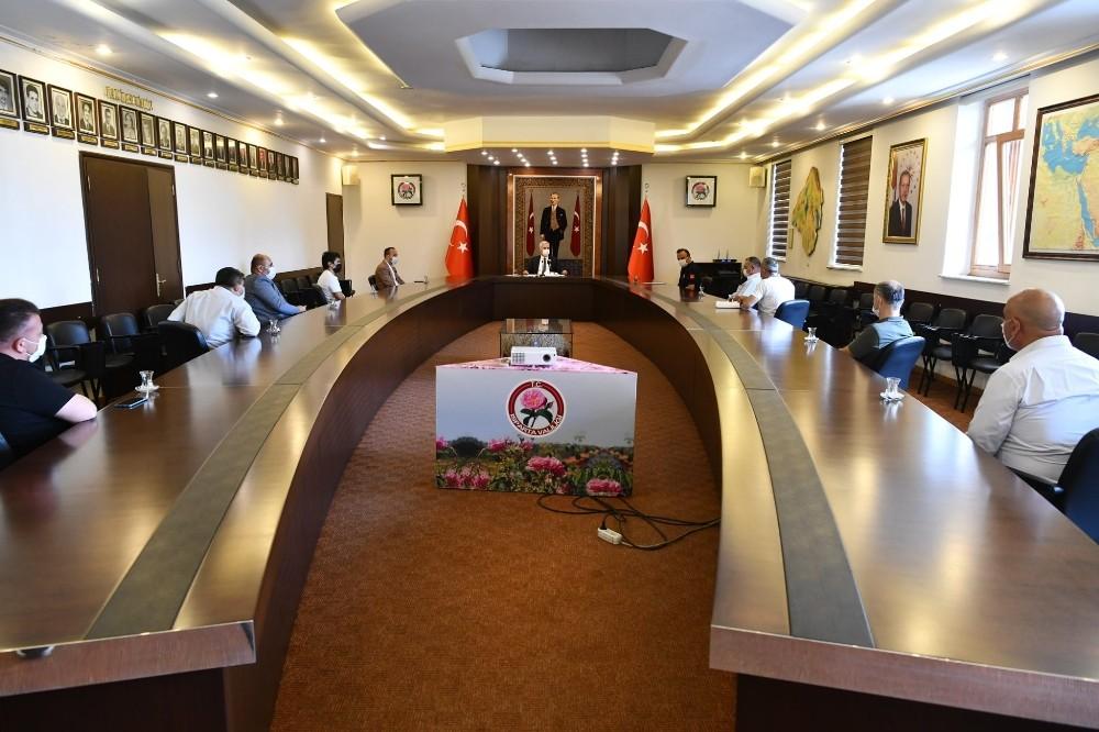 Vali Seymenoğlu, düğün salonu işletmecilerini kurallara uyulması noktasında uyardı