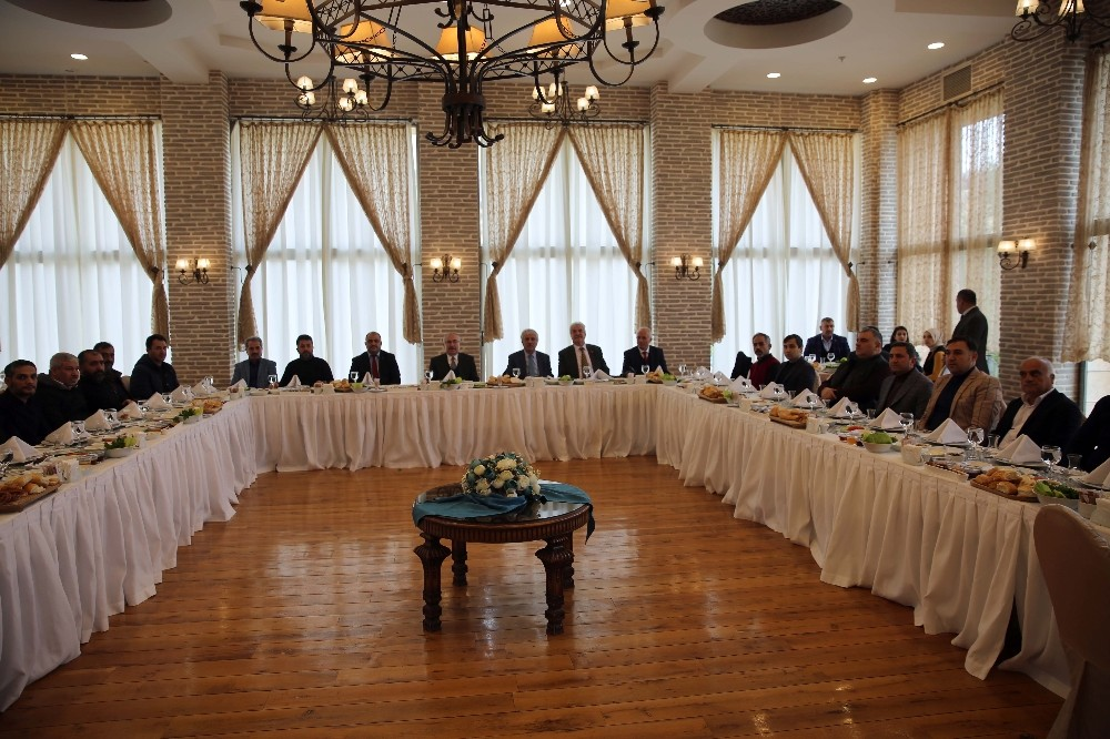 Vali Yaman gazetecilerle bir araya geldi