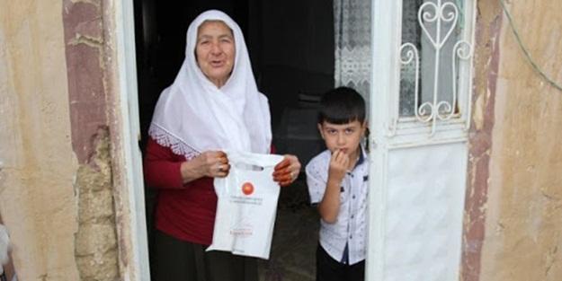 Van Başkale'de Cumhurbaşkanlığı'nın hediye paketleri vatandaşlara ulaştırıldı